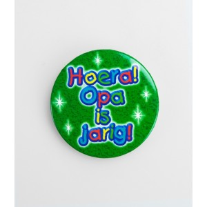 Button opa is jarig