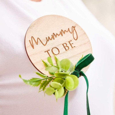 Botanical hey baby mummy to be badge